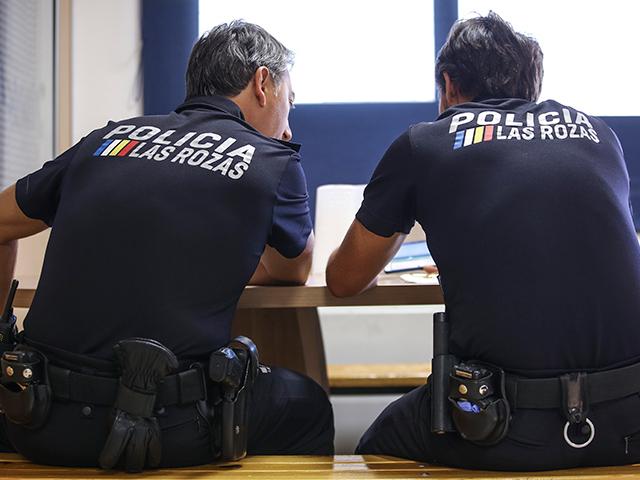 Las Rozas refuerza la vigilancia de la normativa COVID con un dispositivo especial diario de 12 agentes de Policía Municipal además del servicio ordinario