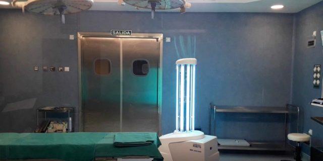 El Hospital Universitario de Torrevieja incorpora un robot con luz ultravioleta para desinfectar en 10 minutos